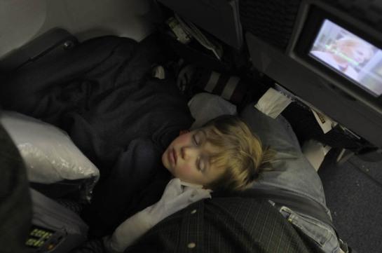 doug_asleep_on_plane_2